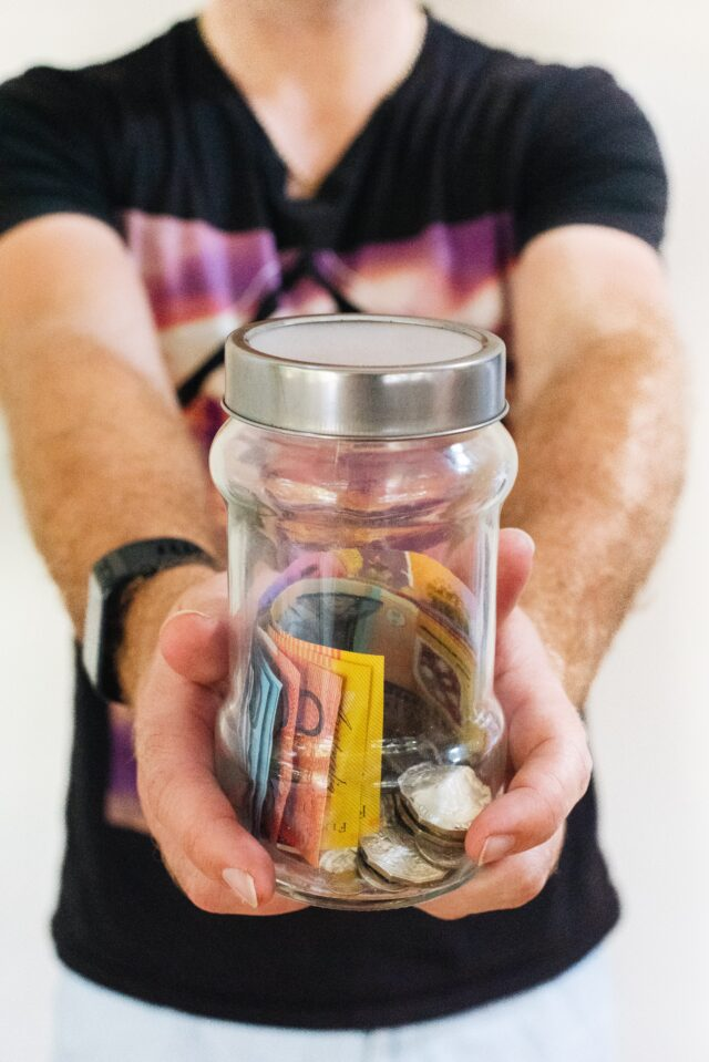 jak oszczędzać pieniądze porady