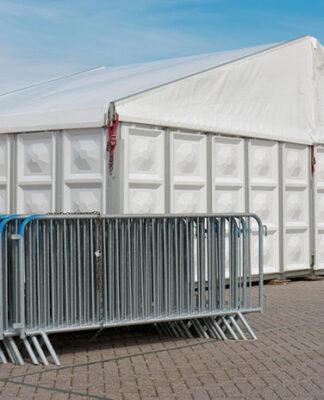 Hala namiotowa – niezbędne pozwolenia i przebieg montażu