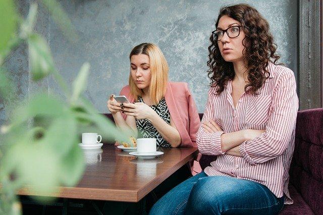 trudna rozmowa z pracownikiem przykład
