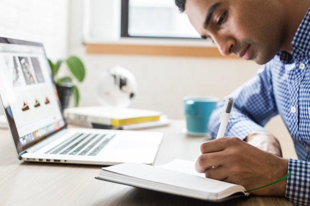 Jak i gdzie zlecać tłumaczenia dokumentów przez Internet